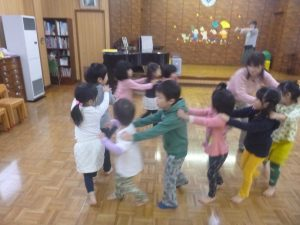 グループでダンス