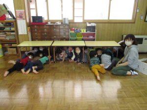テーブルの下②